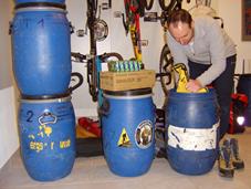 Packen der Expeditionsausrüstung für den Gasherbrum II